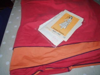 Ann Adams 4602  - upcycle duvet to dress